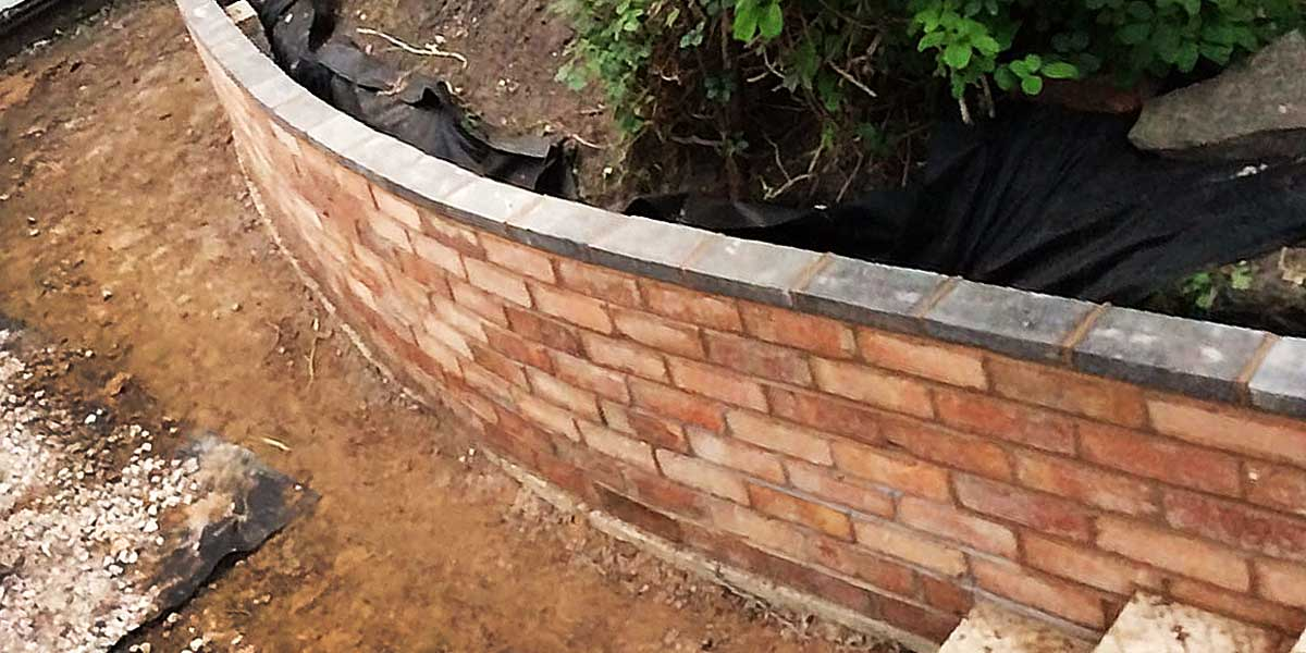 Curved garden retaining wall